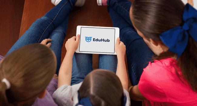 niños estudiando con eduhub